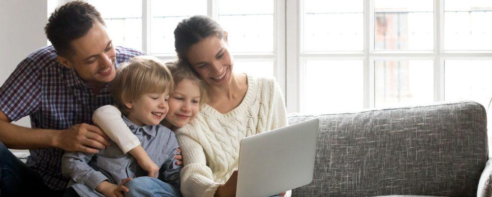 Happy family getting home improvement offers - Lexington KY - Dynamic Restoration LLC